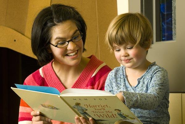 teacher-reading-to-child_20150421-014617_1.jpg
