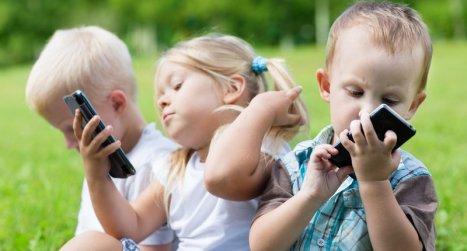 3 kids on phones